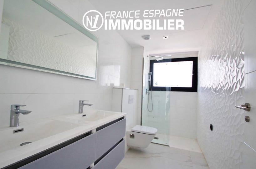 immobilier costa brava vue mer: villa ref.3268, salle d'eau: douche, meuble vasque, wc