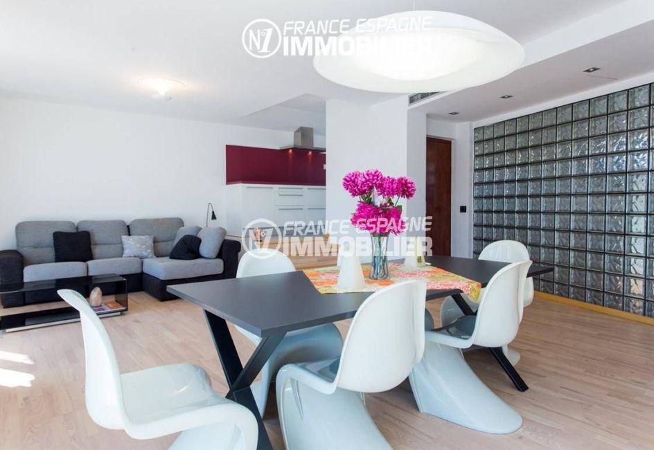 immo roses: villa ref.3220, appartement indépendant + cuisine ouverte sur le séjour