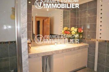 vente immobiliere espagne costa brava: villa ref.1042, salle d'eau avec un meuble vasque