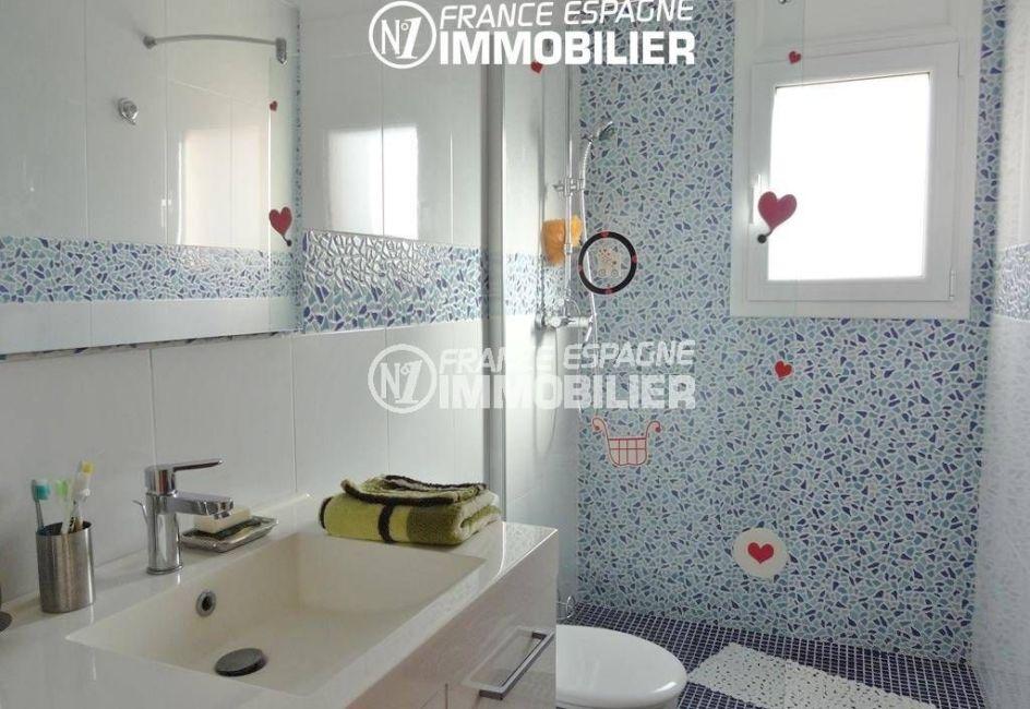 immo center rosas: ref.2435, appartement indépendant: salle d'eau, douche, vasque, wc