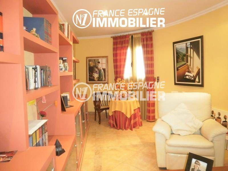 vente immobilière espagne costa brava: villa ref.1042, coin détente avec bibliothèque