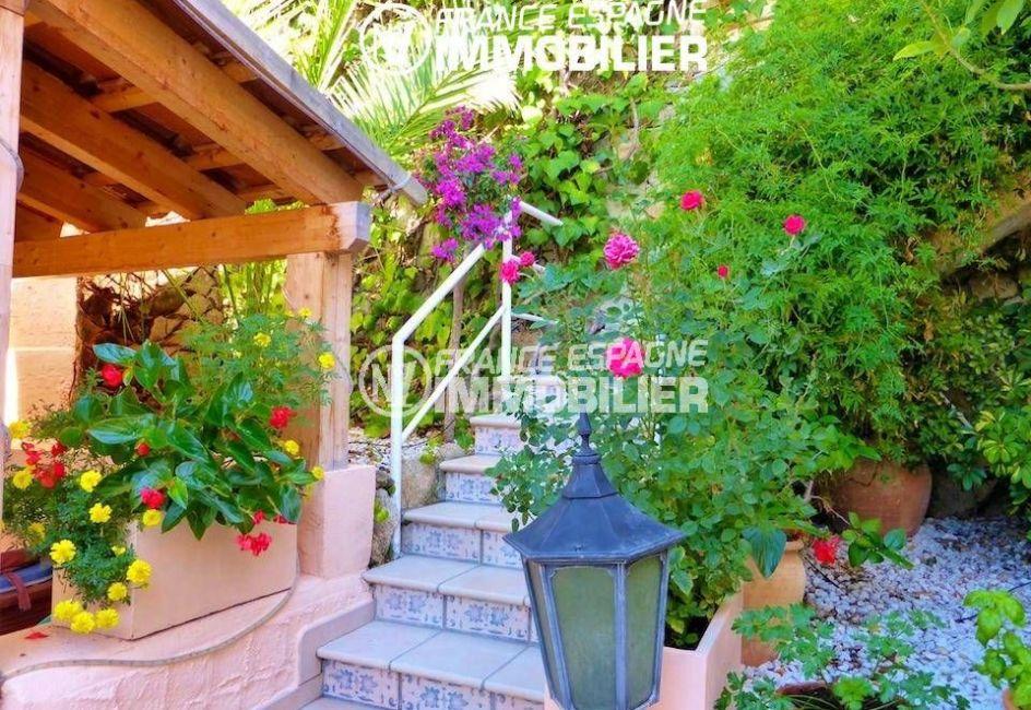 immo center rosas: villa ref.1924, vue sur l'espace extérieur fleuri