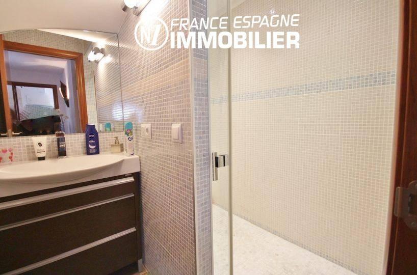 immobilier roses espagne: villa ref.1031, seconde salle d'eau avec douche et vasque