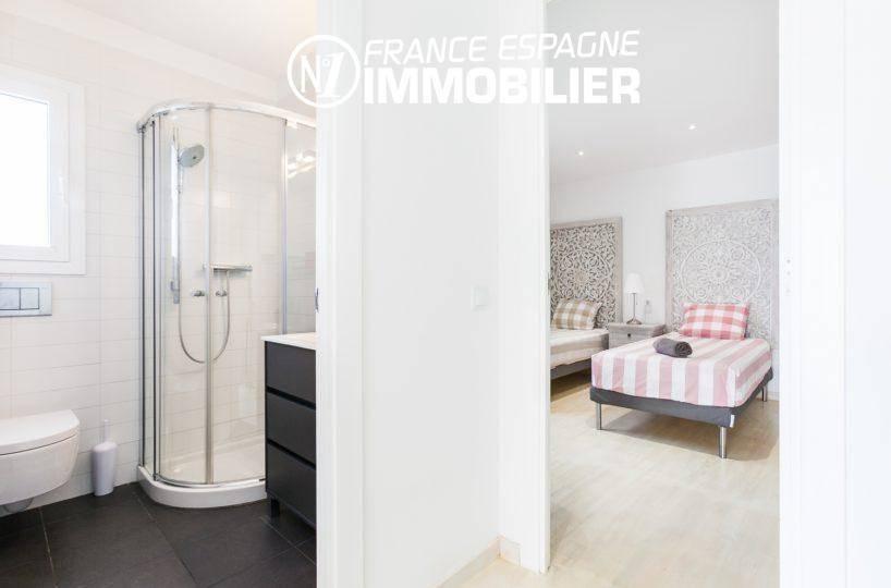 agence immobilière costa brava: villa ref.3305, chambre deux lits avec salle d'eau atenante