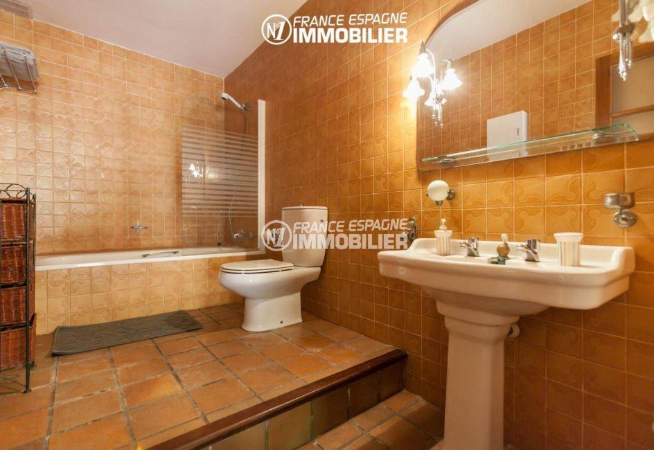 achat immobilier costa brava: villa ref.3306, salle de bain  avec baignoire, lavabo et wc