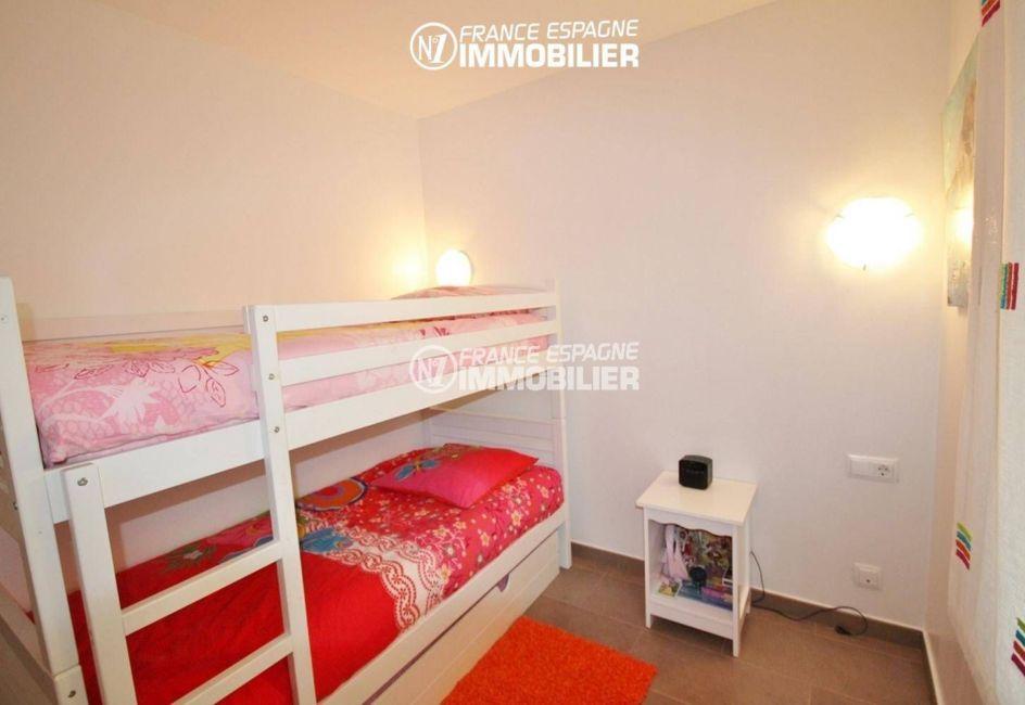 immobilier roses: villa ref.1031, cinquième chambre avec lit superposés