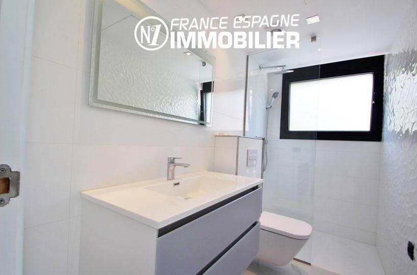 acheter maison espagne costa brava, ref.3269, salle d'eau avec douche, meuble vasque, wc
