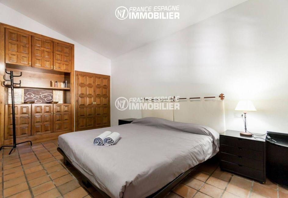 costabrava immo: villa ref.3306, deuxième chambre avec un lit double et des rangements