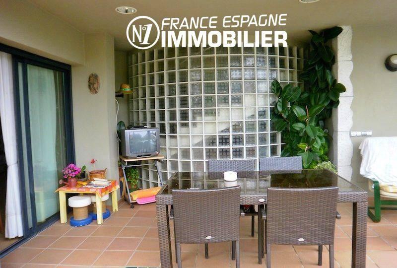 achat villa costa brava, ref.1042, terrasse avec accès au salon, coin repas aménagé