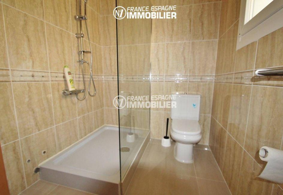 villa ref.3203, salle d'eau avec douche et toilettes