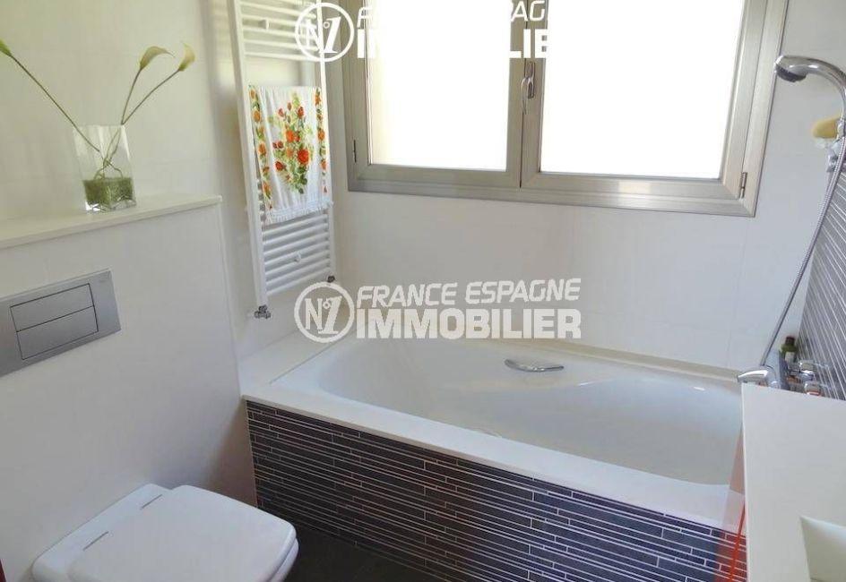 maison costa brava a vendre, 300 m² construit, ref.1803, petite salle de bains au rez-de chaussée