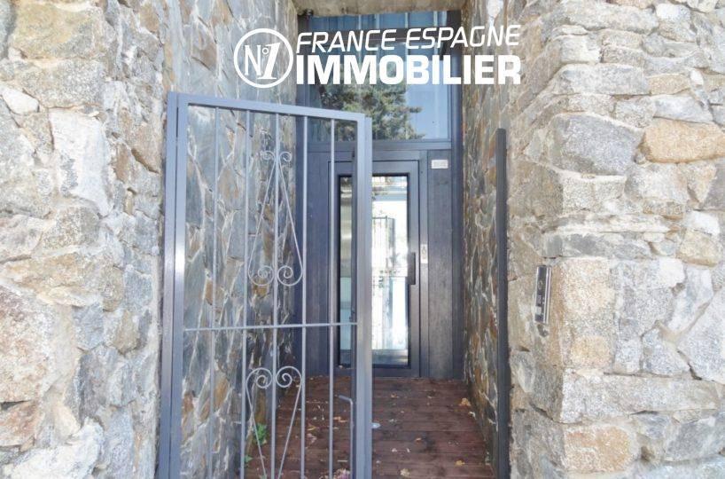 maison a vendre espagne catalogne, ref.312, aperçu de la porte d'entrée de la villa