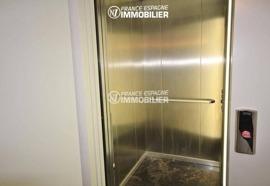 rosas immo: villa ref.1031, aperçu de l'ascenseur avec accès au garage