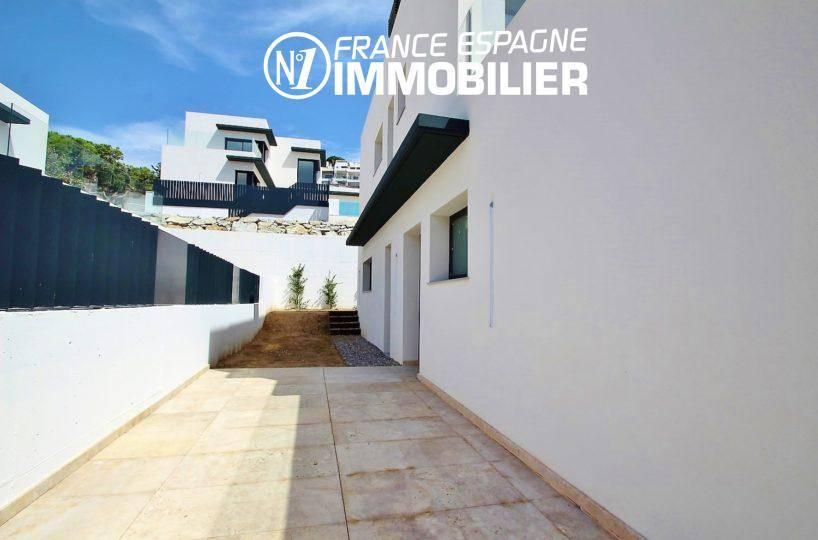vente villa costa brava, ref.3268, vue sur la façade neuve et les extérieurs