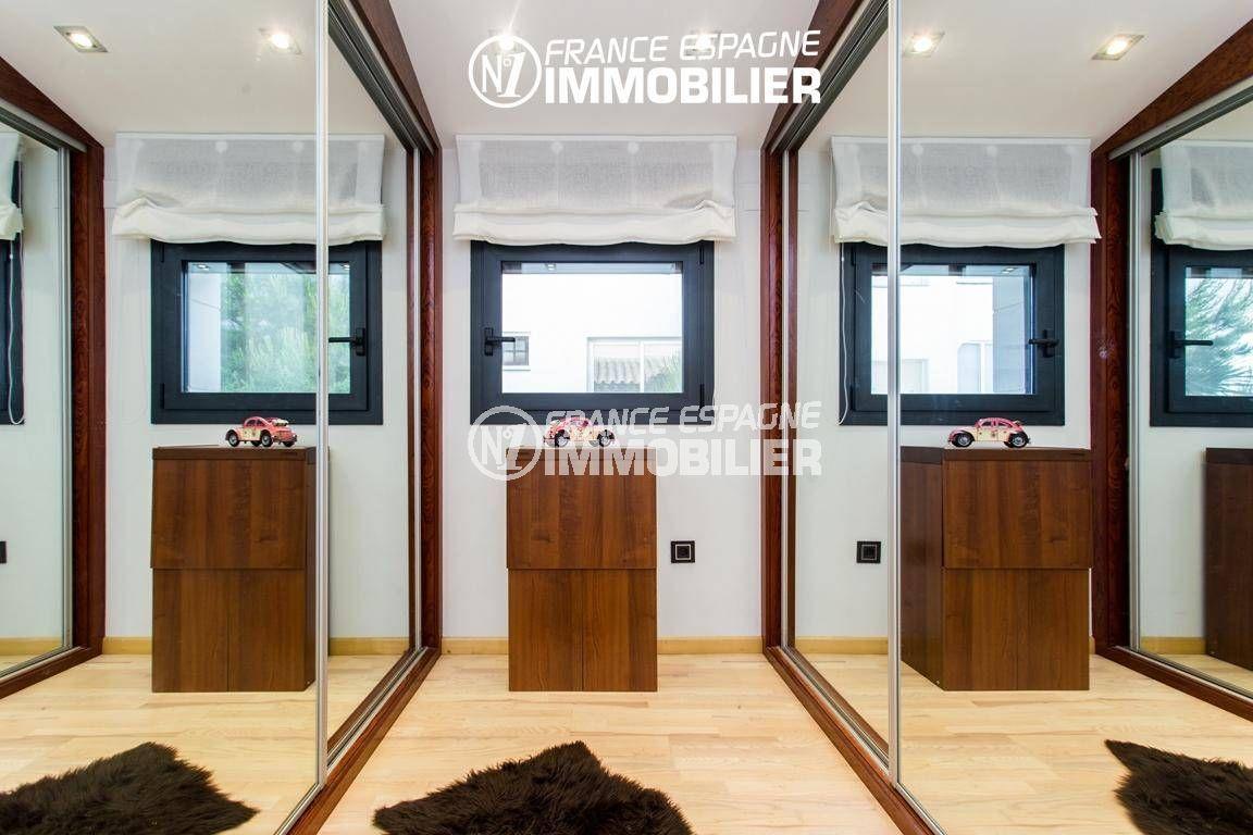 agence immobiliere roses espagne: villa ref.3220, espace dressing de la suite parentale