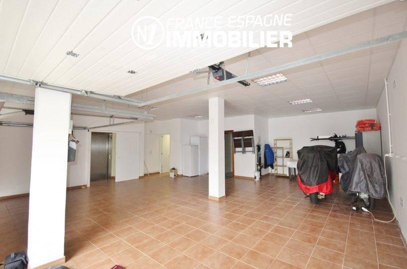 immobilier espagne rosas: villa ref.1031, grand garage de 92 m² avec ascenseur