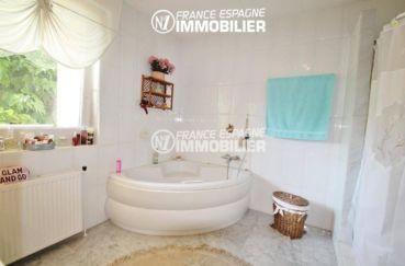 maison a vendre espagne costa brava, ref.2606, salles de bains avec baignoire et douche