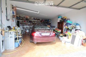 vue sur le garage avec des rangements   villa ref.3203