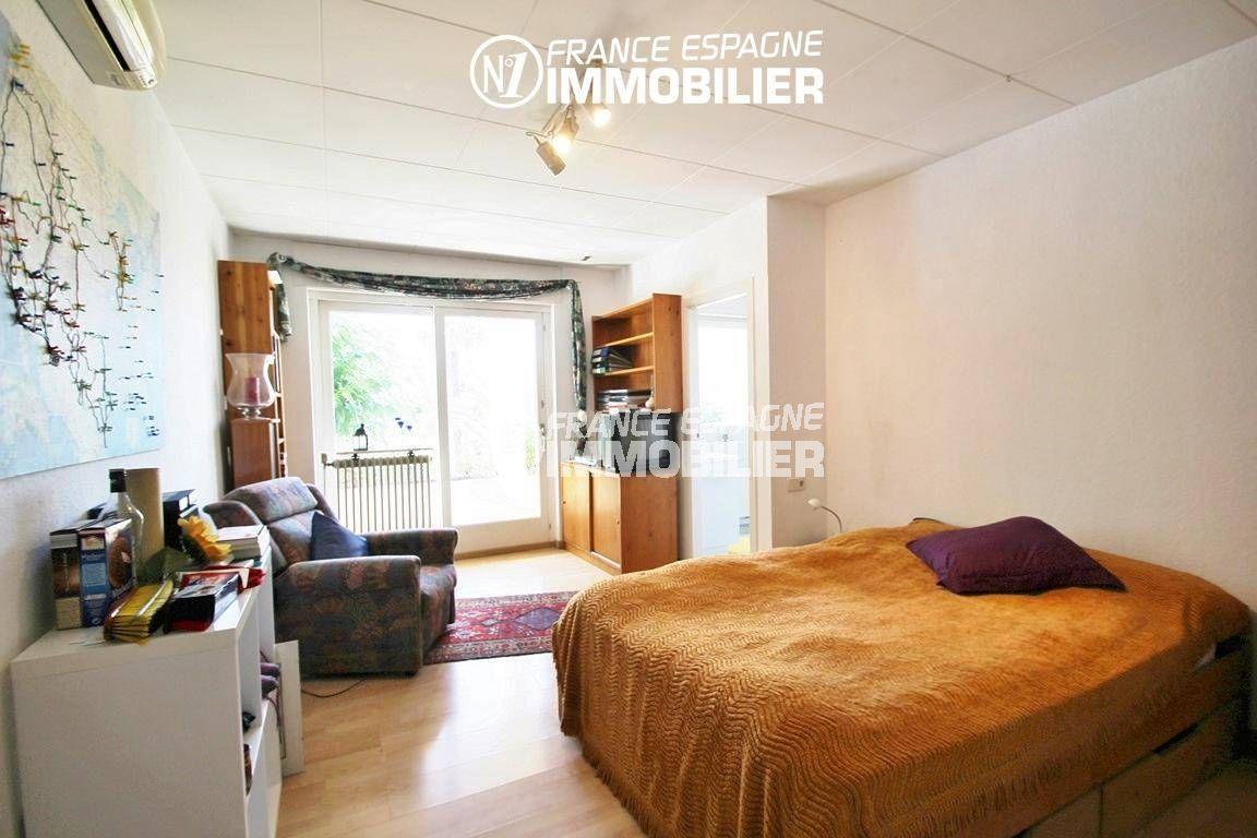 la costa brava: villa ref.2606, chambre avec lit double, accès terrasse