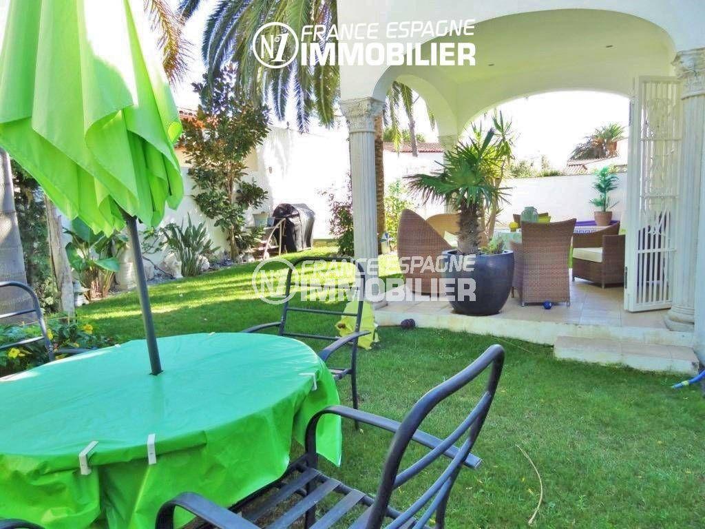 maison a vendre empuria brava, piscine, jardin entretenu terrain de 378 m²