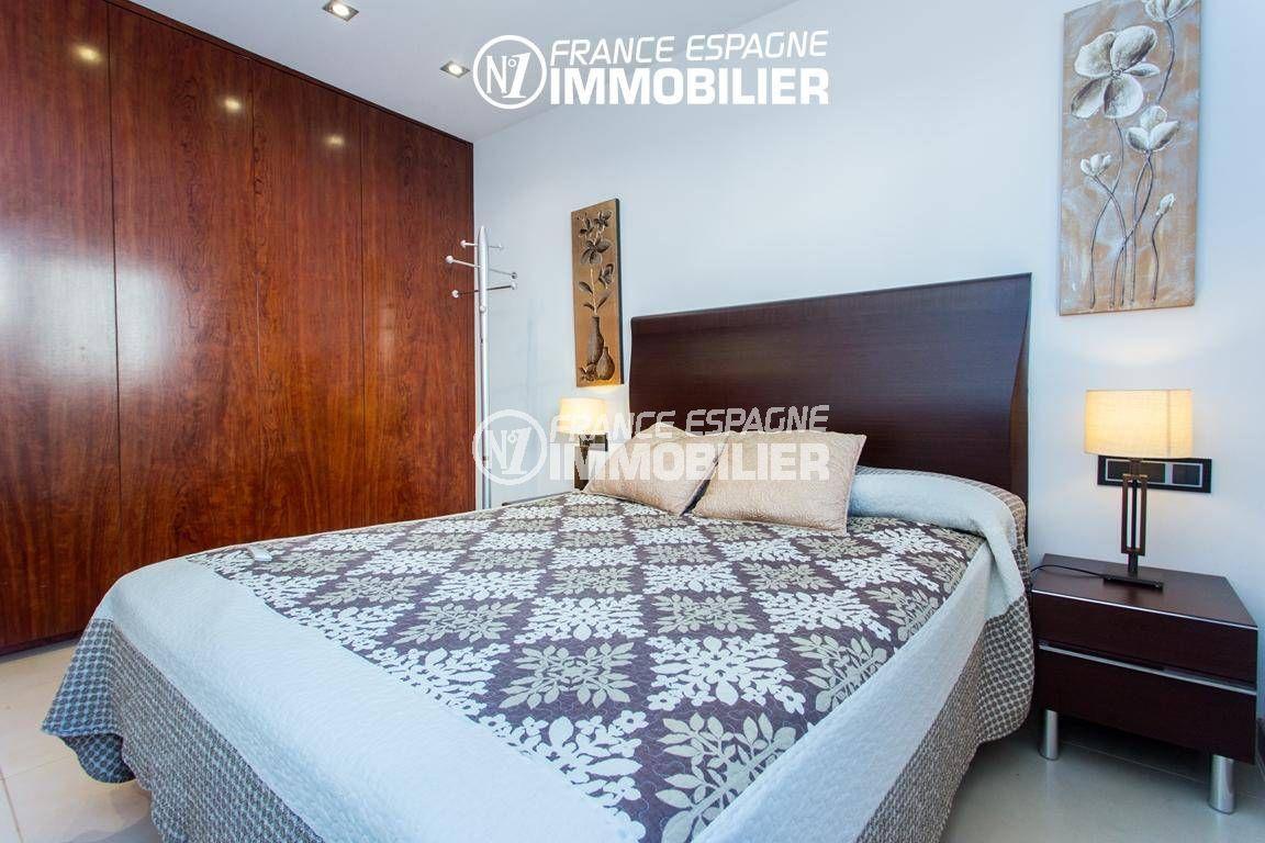 immobilier roses espagne: villa ref.3220, chambre avec lit double et placards