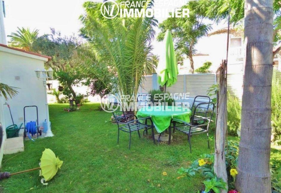 maison a vendre empuriabrava, garage, jardin arboré avec coin repas / détente