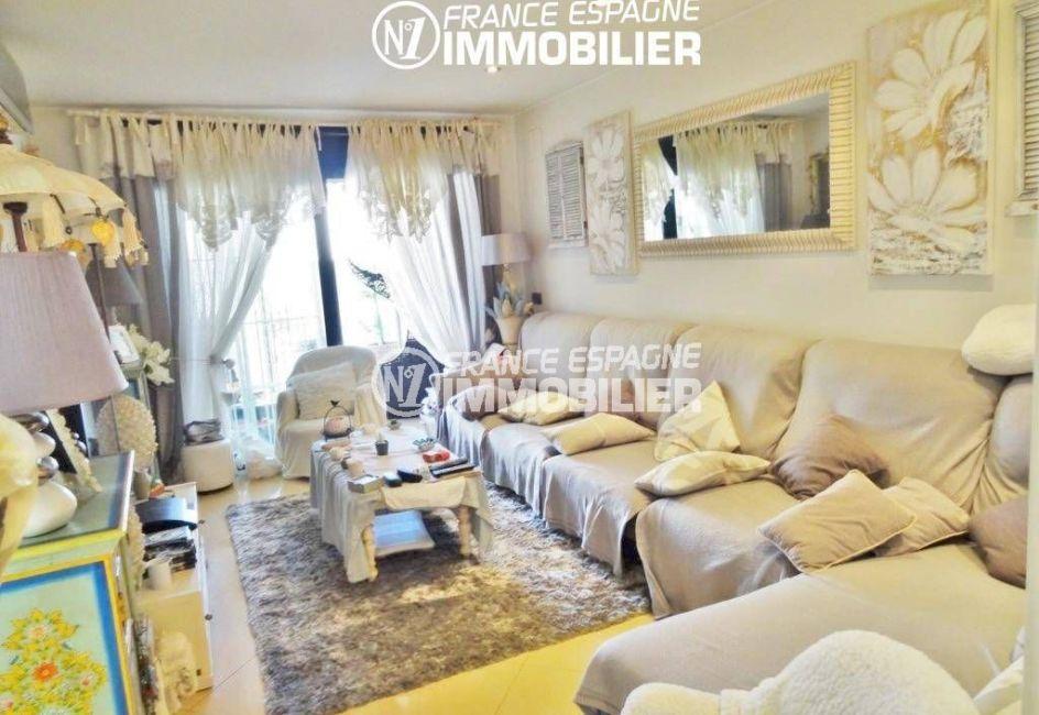immobilier espagne costa brava: villa 200 m², salon / séjour avec accès terrasse