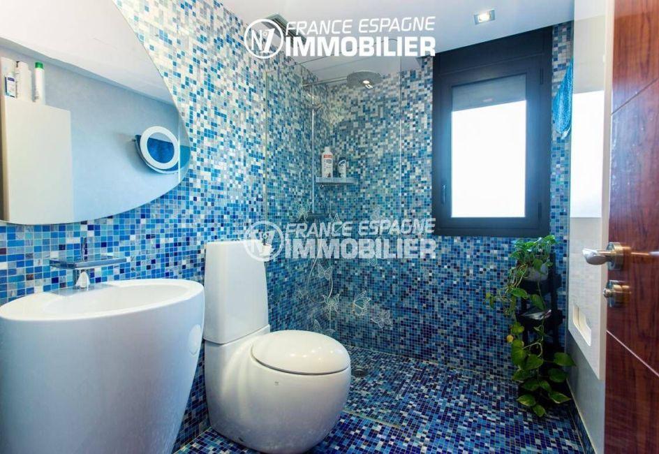 agence immobiliere rosas espagne: villa ref.3220, salle d'eau avec vasque et toilettes