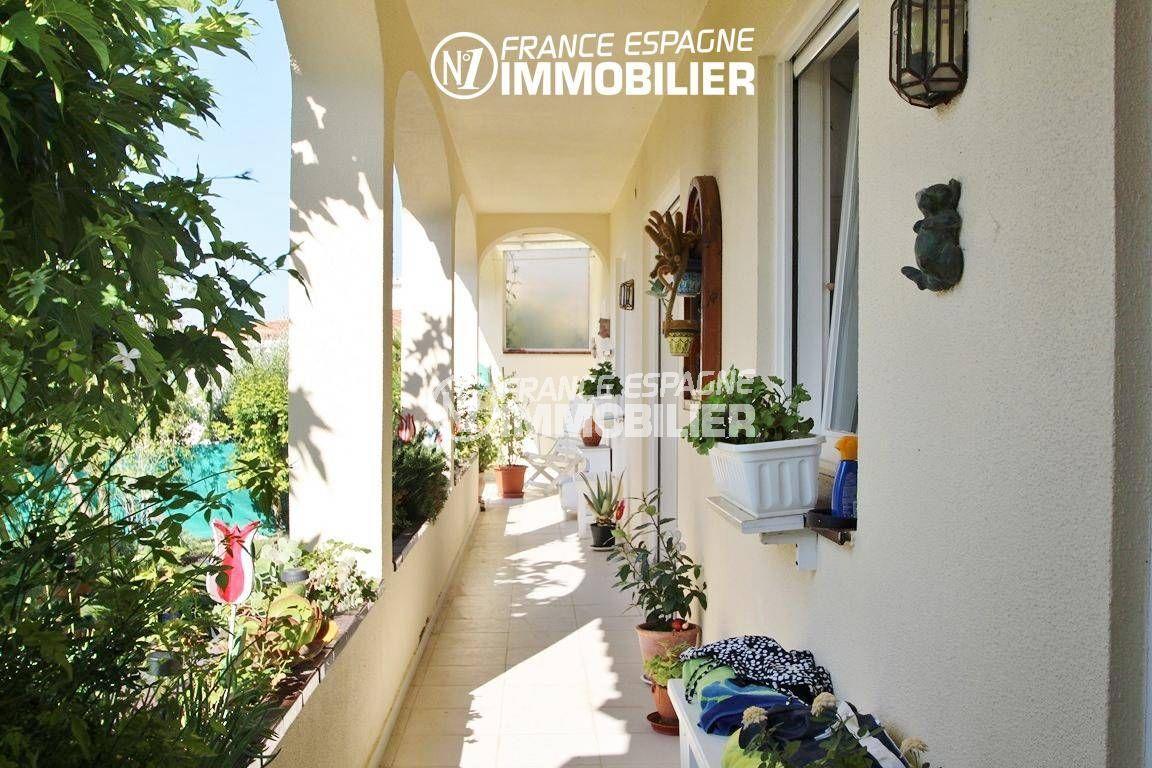 immo center roses: villa ref.2606, aperçu de la terrasse donnant sur le jardin