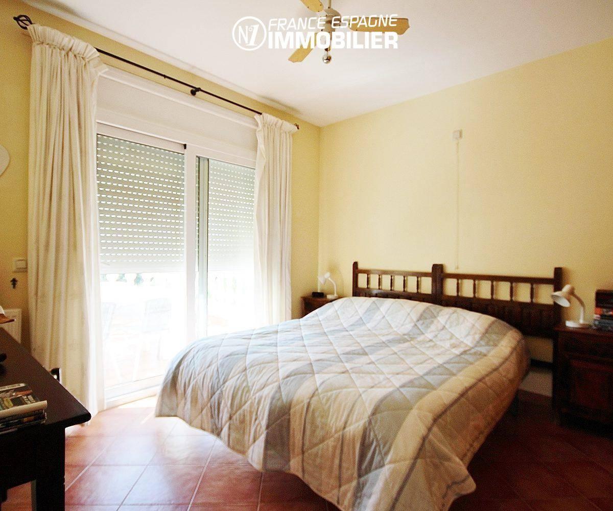 immocenter roses: villa ref.730, aperçu de la troisième chambre
