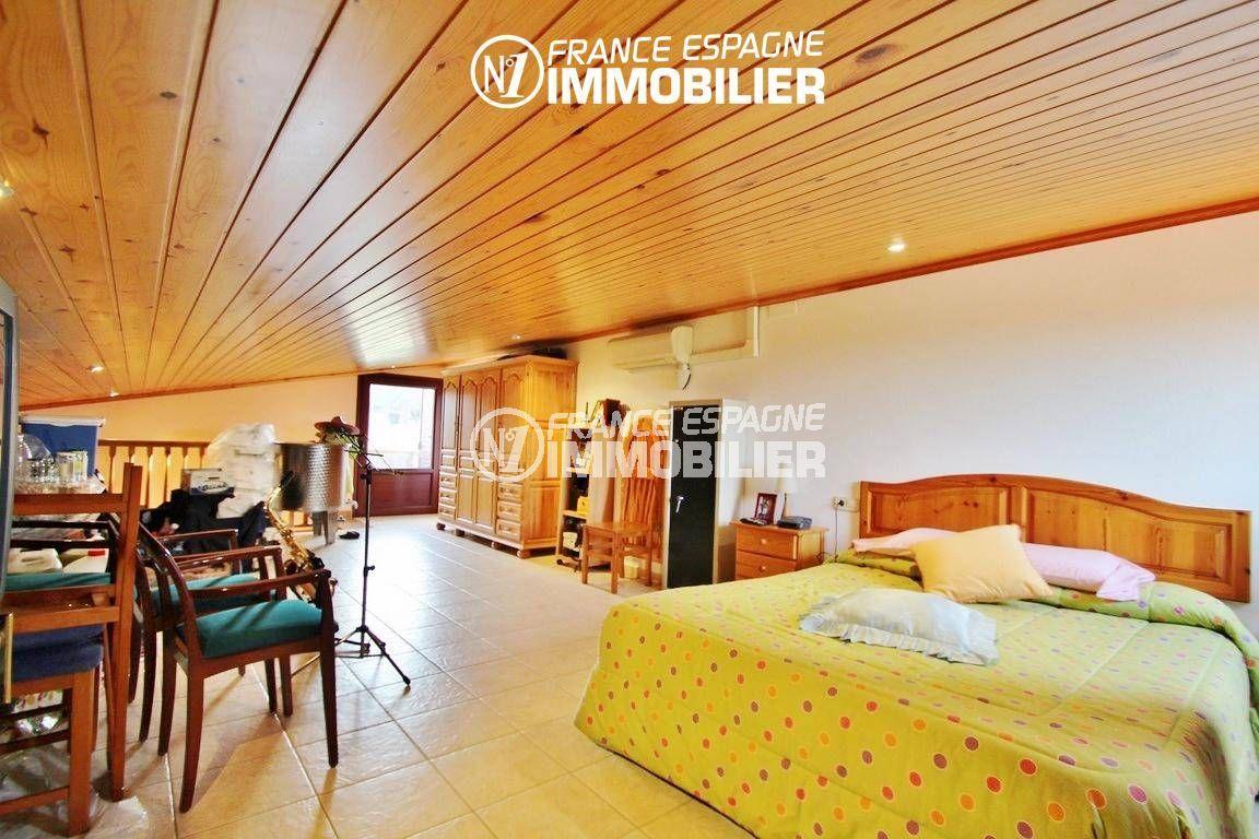 immocenter roses: villa ref.2772, cinquième chambre avec lit double + rangements