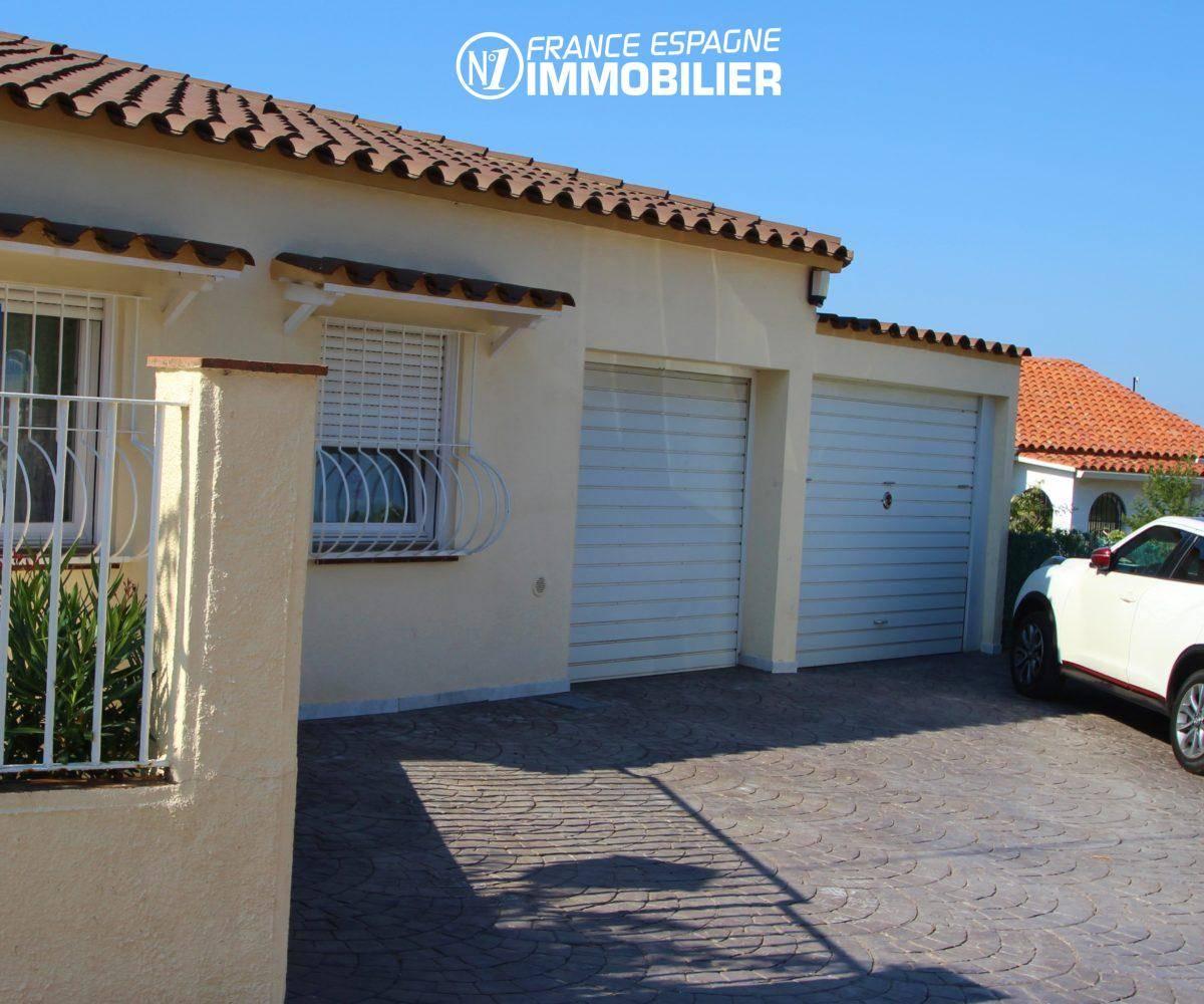 habitaclia rosas: villa ref.2606, extérieur de la maison avec les 2 garages