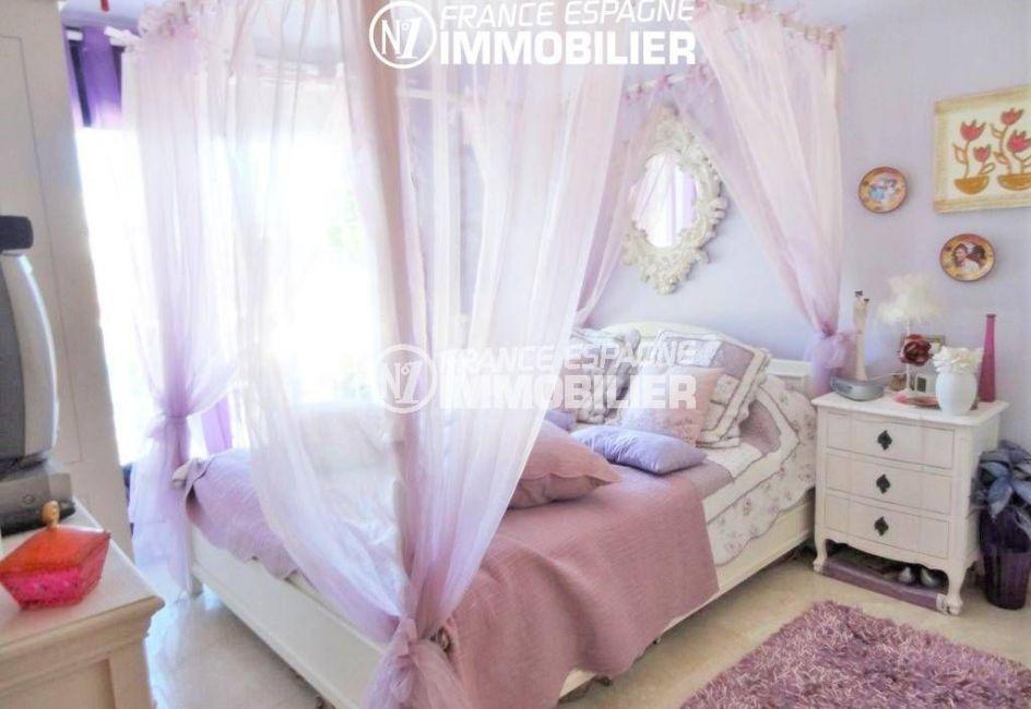 maison a vendre espagne costa brava, empuriabrava, première chambre avec lit double accès terrasse