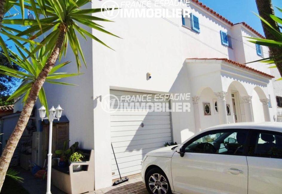 vente immobilier costa brava: villa 200 m², aperçu du garage aménagé en cellier et bureau