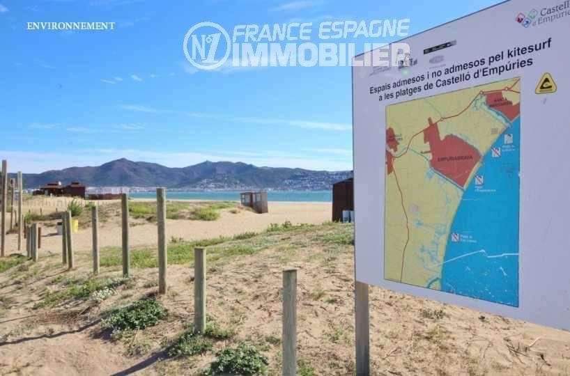 la costa brava: appartement ref.3363, plage à proximité avec aperçu du Puig Rom en arrière plan