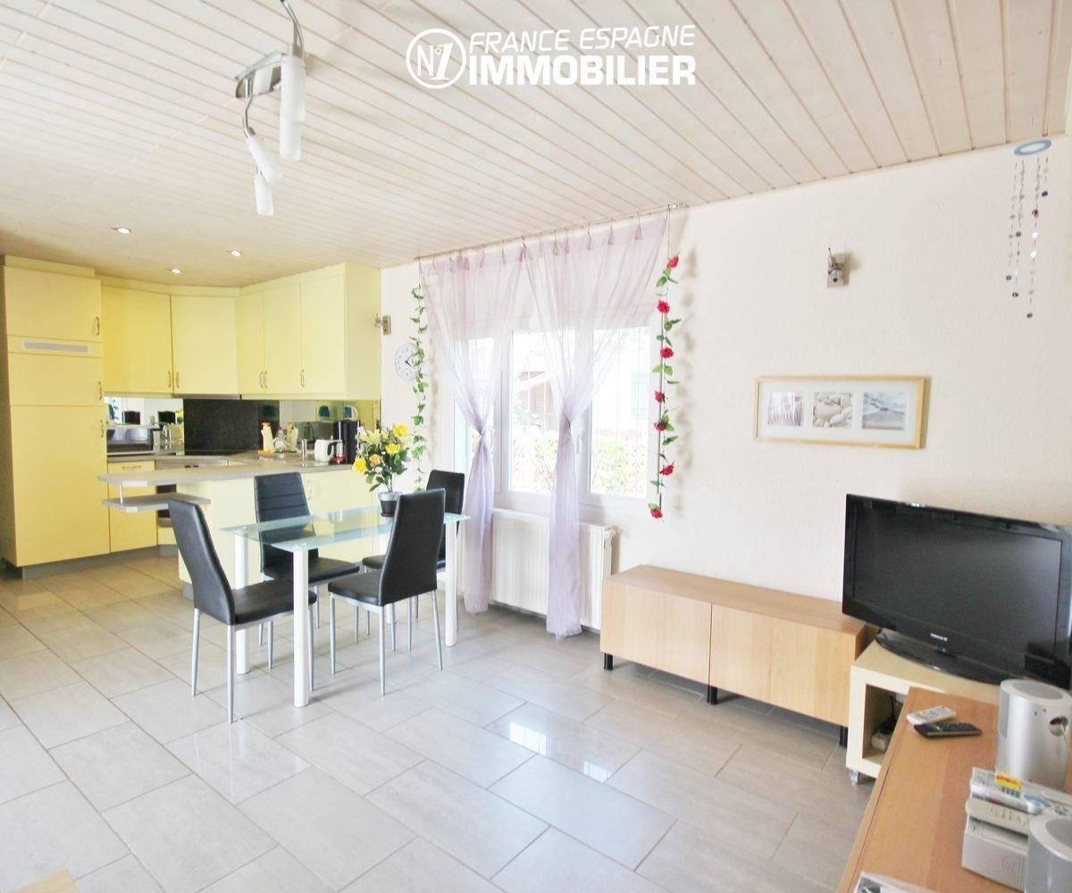 empuriabrava immobilier vente: villa ref.911, vue transverse séjour vers cuisine américaine