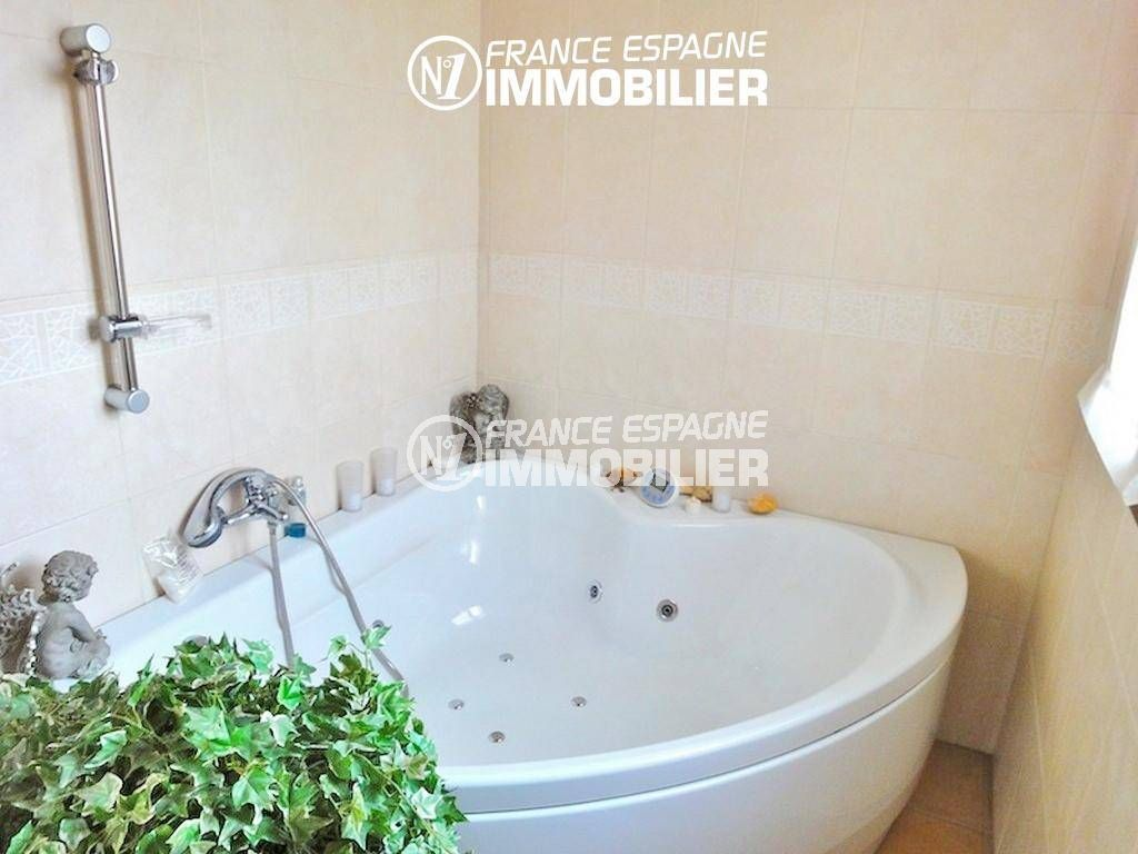 maison à vendre en espagne costa brava, ref.936, salle de bains avec baignoire
