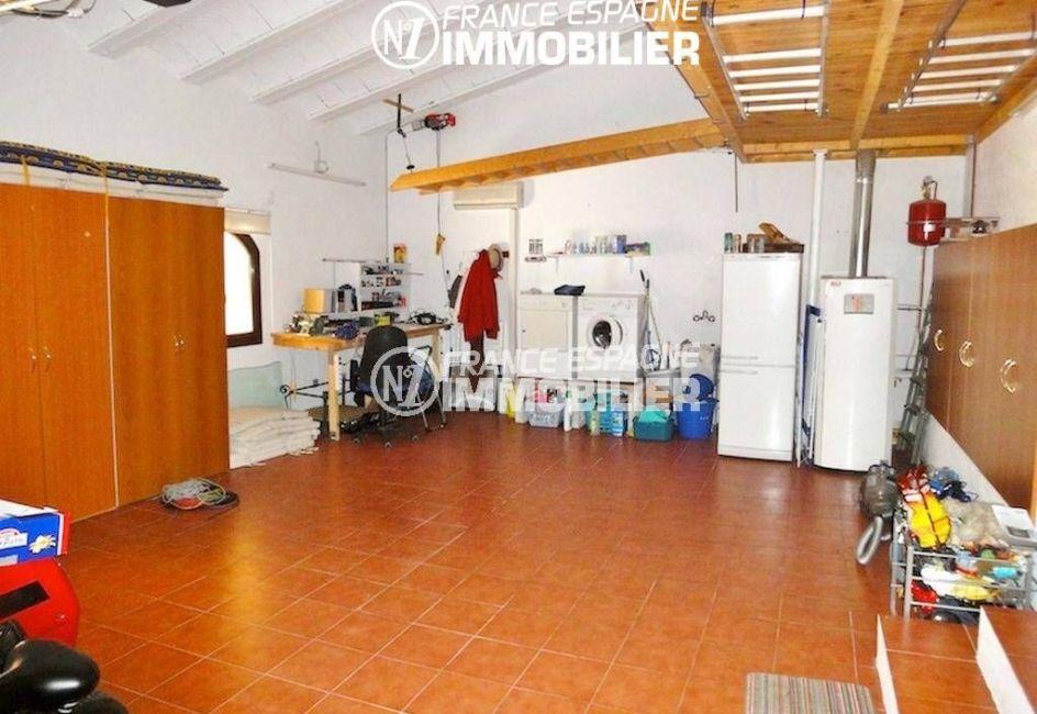 vente villa costa brava, ref.936, aperçu du garage de 54 m² avec des placards
