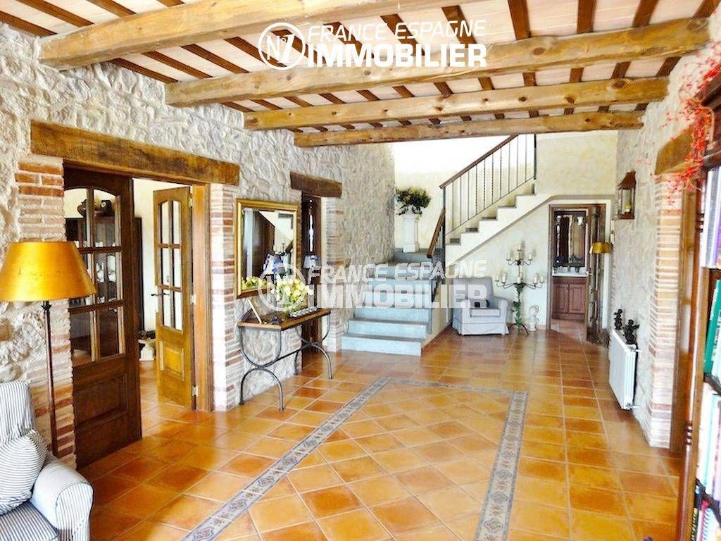 n1immobilier: villa ref.936, hall d'entrée avec des magnifiques poutres apparentes