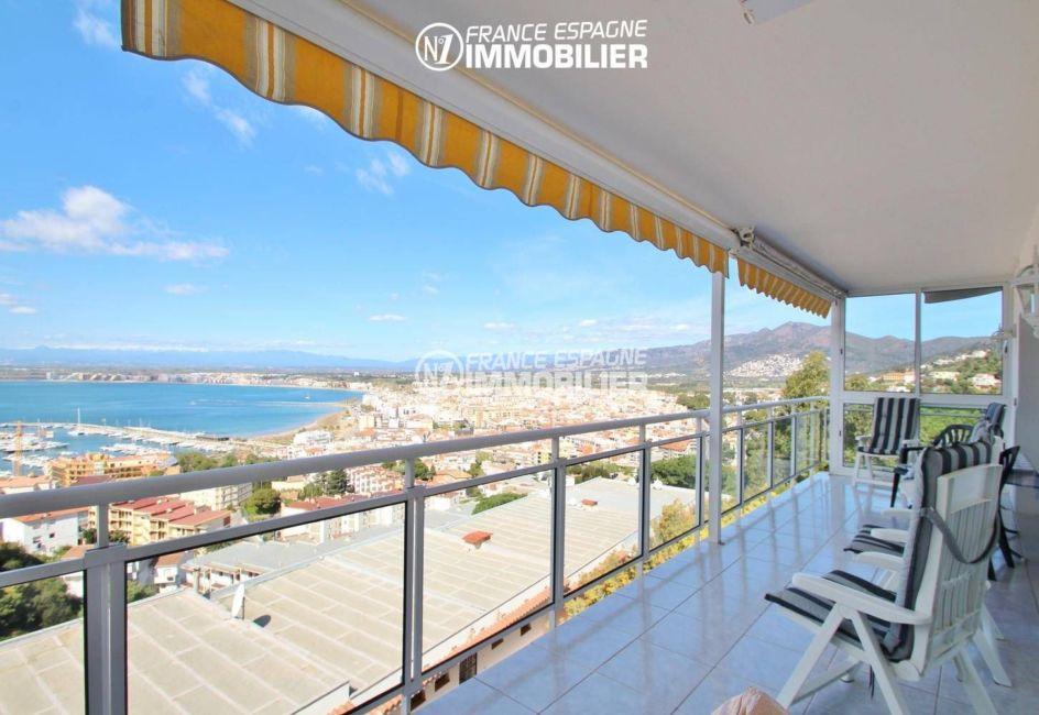 appartement a vendre rosas, belle terrasse vue mer, parking, proche plage et commerces