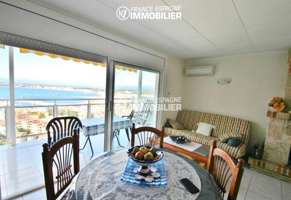 agence immobiliere costa brava: appartement 80 m², terrasse équipée de 2 stores avec coffres