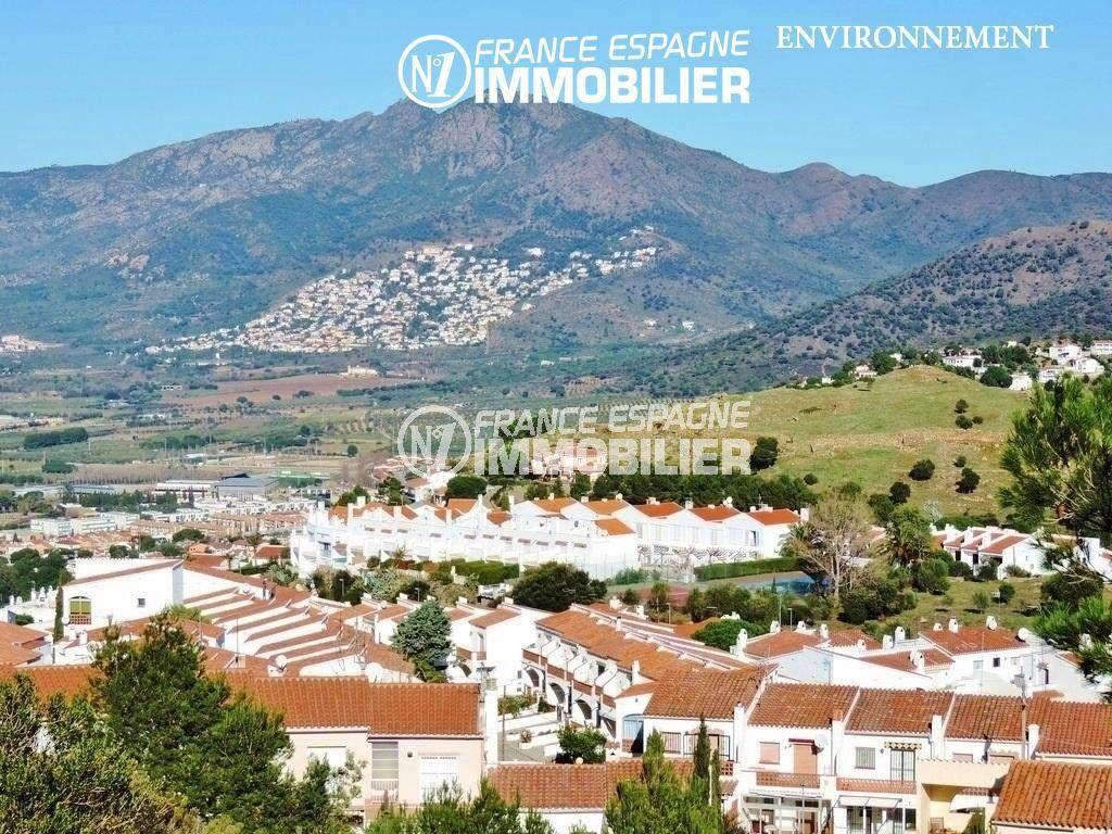 aperçu du voisinage et du paysage montagneux à proximité
