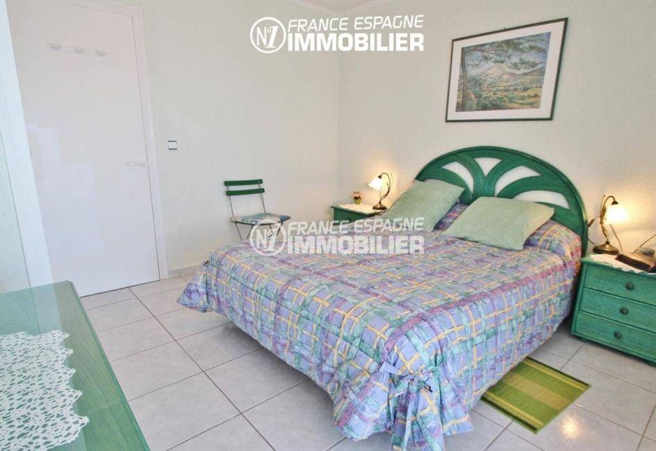 appartements a vendre a rosas, proche plage, première chambre avec lit double