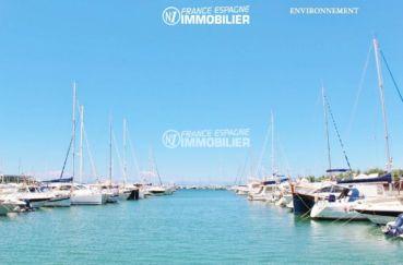 port de plaisance et voiliers aux environs