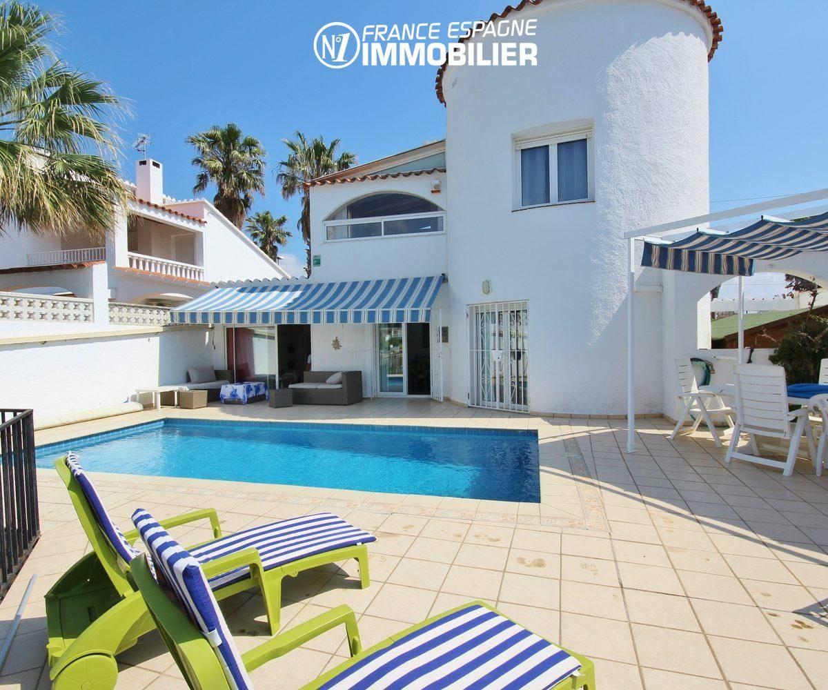 immobilier ampuriabrava: superbe villa vue canal, amarre & piscine