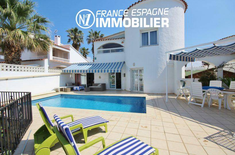 immo empuriabrava: magnifique villa avec vue canal, amarre & piscine
