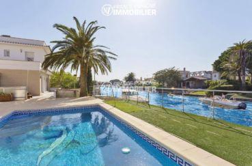 marina empuriabrava : villa à vendre avec amarre 14 m & piscine
