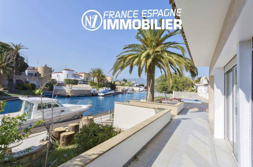 agence empuriabrava : villa à vendre avec amarre 14 m & piscine