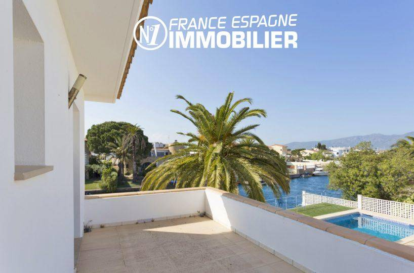 immo center empuriabrava: villa à vendre avec piscine & amarre 14 m