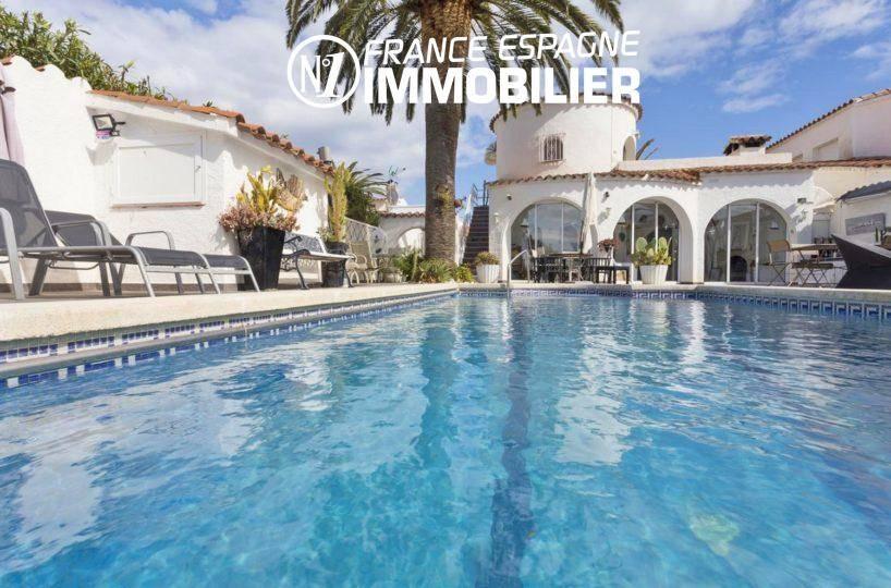 Immo empuriabrava: villa vue canal avec amarre, vue sur la piscine
